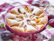 Лесен сладкиш с пресни сини сливи и пудра захар
